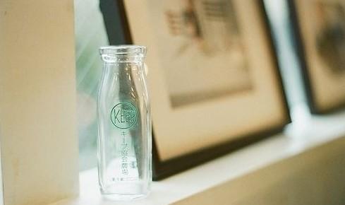 我们每个人就像一个空瓶子,-一个空瓶子