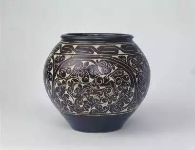 图一:故宫博物院藏金黑釉剔花罐-古朴奔放中国北方剔花瓷器