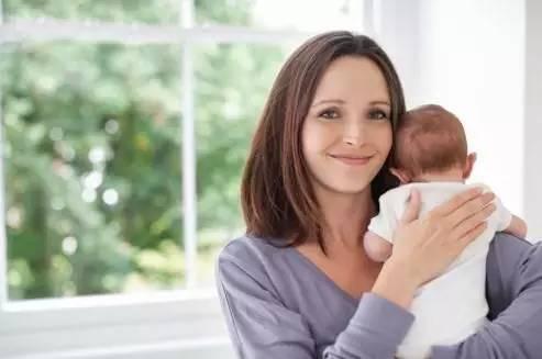 竖抱宝宝的正确姿势