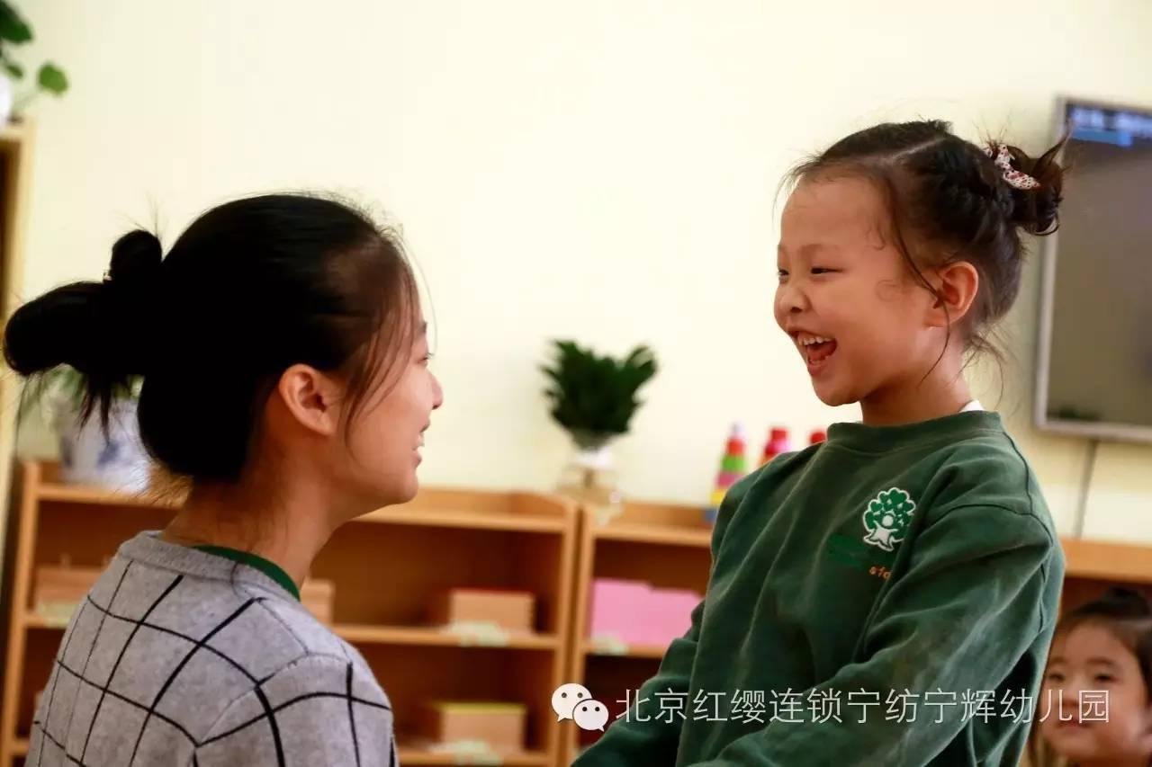 一个孩子的教育虽然由学校教育和家庭教育共同组成,但是家长对孩子图片