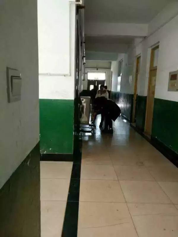 唐山那所连续停电停暖8天的学校,终于来电了