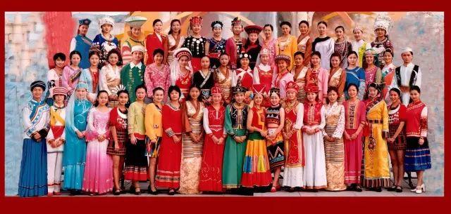 中国56个民族服饰都凑齐了,美得惊艳了世界