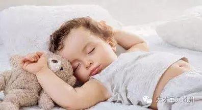 宝贝睡觉姿势像青蛙正常吗