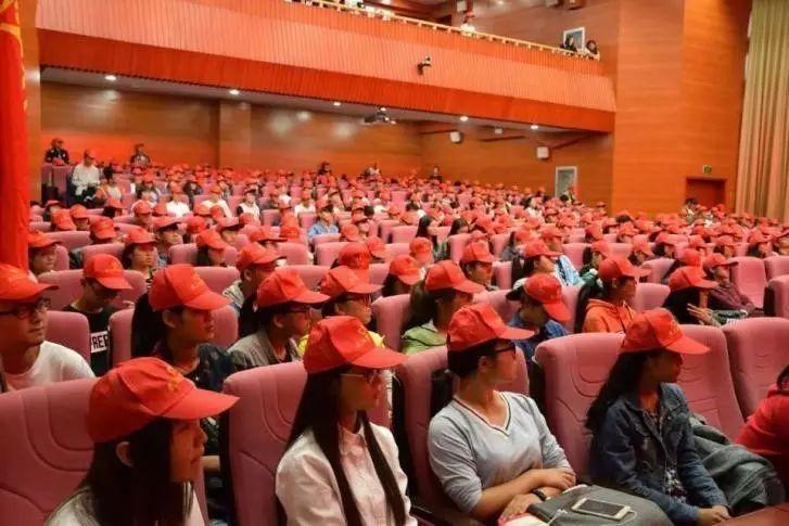 武汉商学院青年志愿者协会宣誓大会