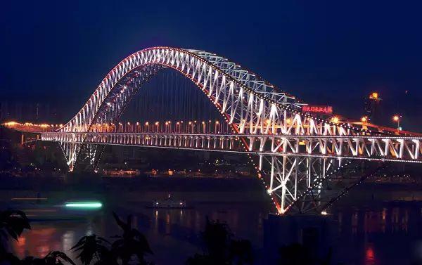↑世界第一大拱桥——朝天门长江大桥-这个摄影天堂在重庆,但好多重