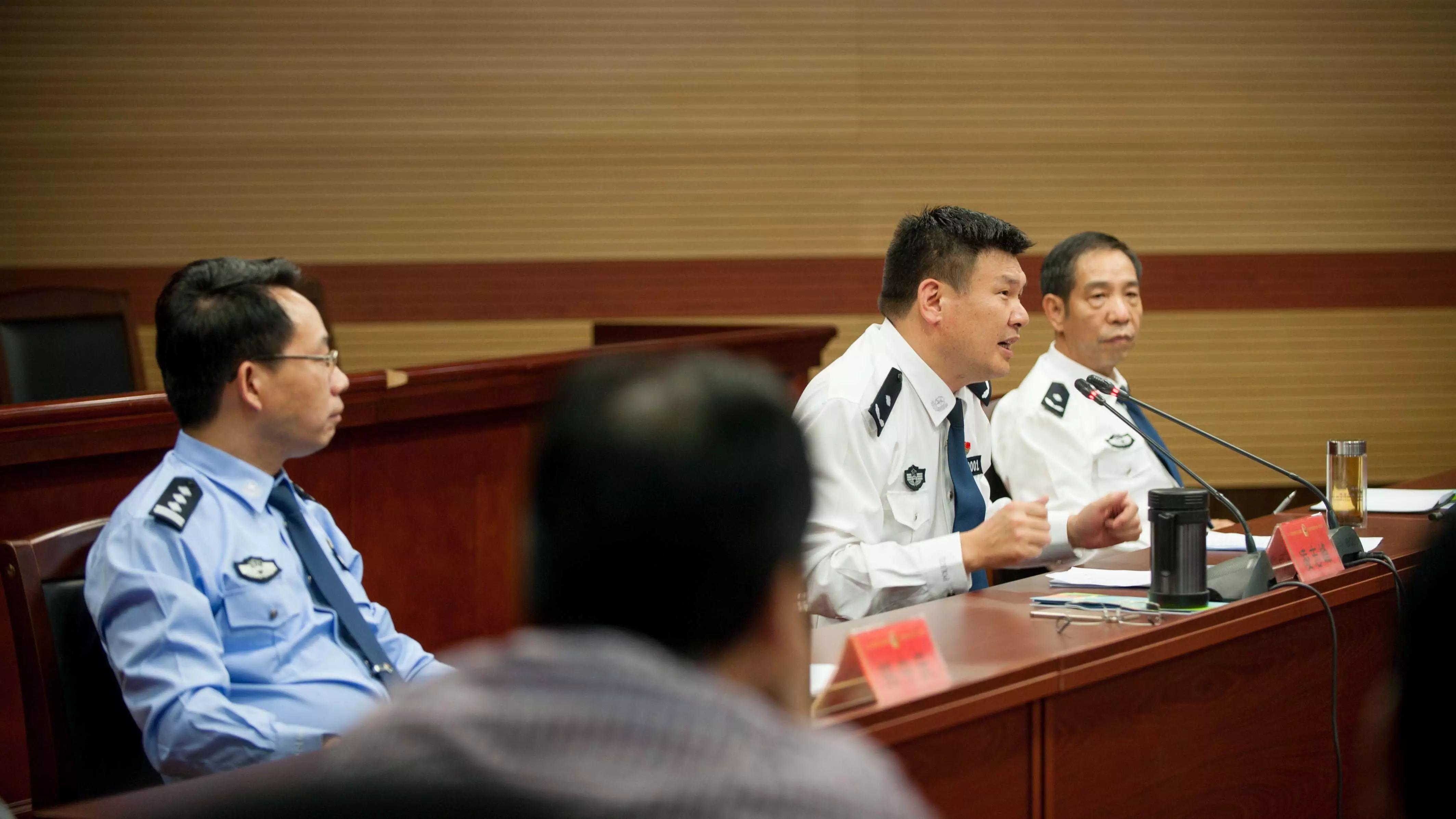 ...位群众被请进了绍兴市公安局,原来公安局长要向他们...图片 396248 4256x2394