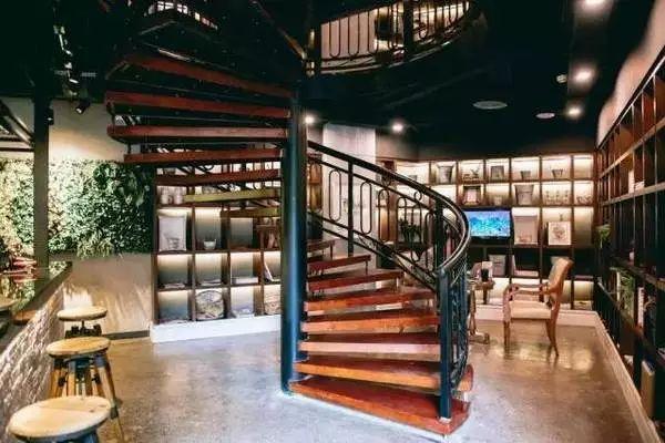 重庆南之山书店,图片来源于网络-产品合伙人丨在那山那湖边, 再设