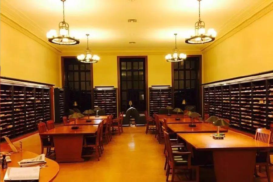 【凌晨四点半的哈佛图书馆到底是什么样的?】