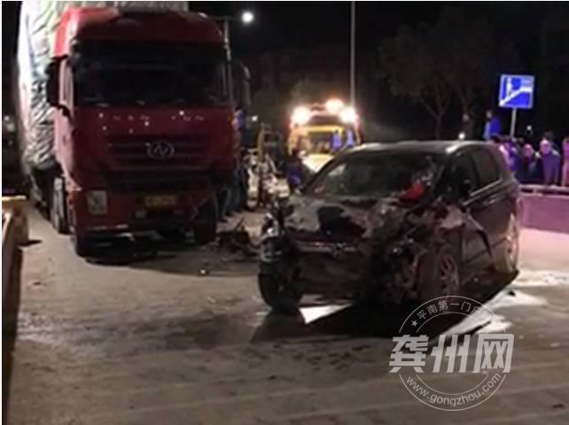 南西江大桥上演夜晚惊魂 车祸现场如演大片